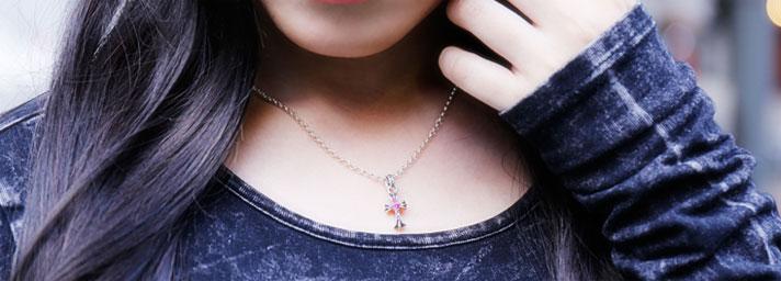 クロムハーツ chrome hearts 女性へおすすめのネックレス 着用